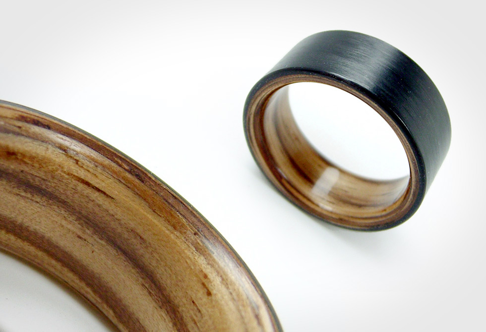 Bent Wood and Carbon Fiber Ring by Herstellter