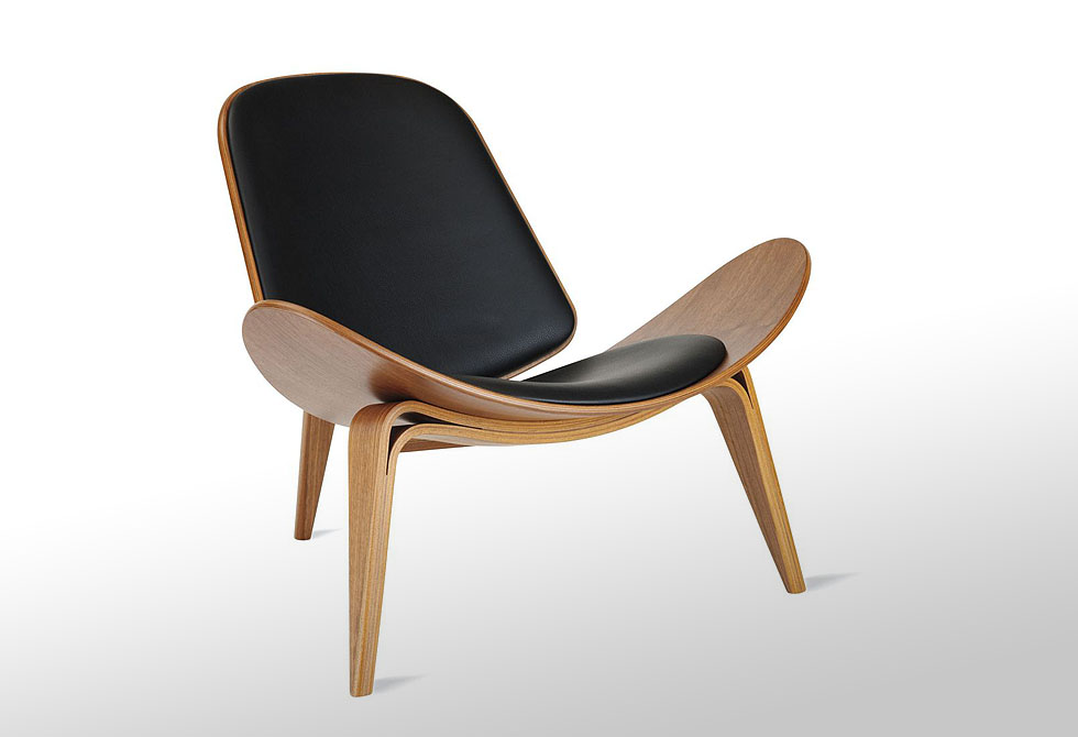 Shell chair by hans j wegner lumberjac for Chair new design