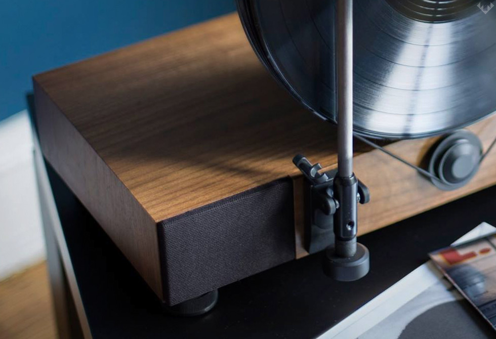 Gramovox-Floating-Record-Vertical-Turntable-7-LumberJac