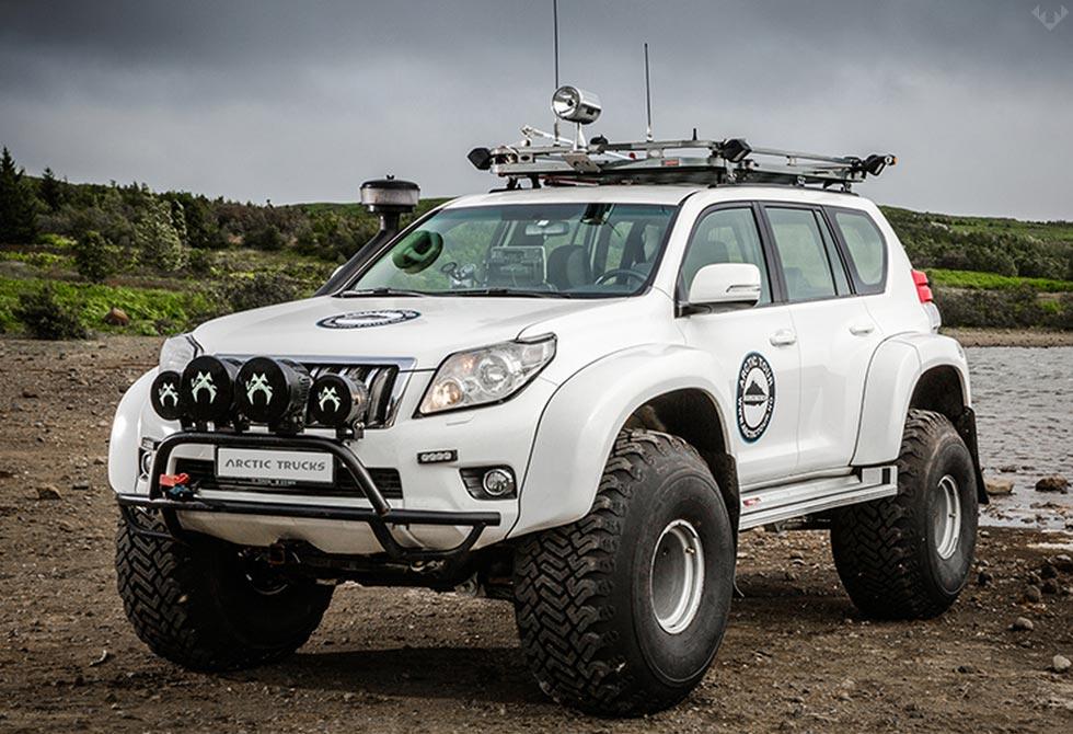 Hilux-AT44-6X6-Arctic-Truck-5-LumberJac