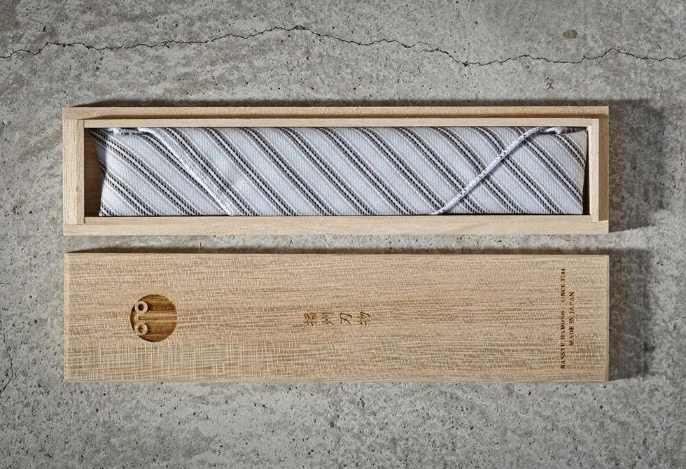 Banshu-Hamono-Japanese-Razor-4-LumberJac
