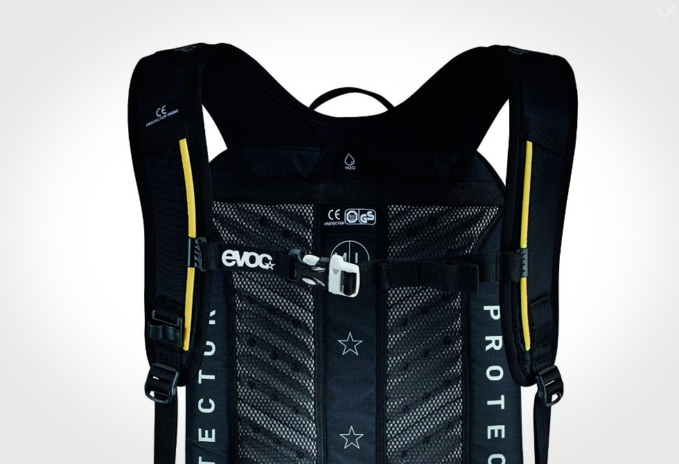 Evoc-FR-Trail-Blackline-Protector-Hydration-Pack2-LumberJac