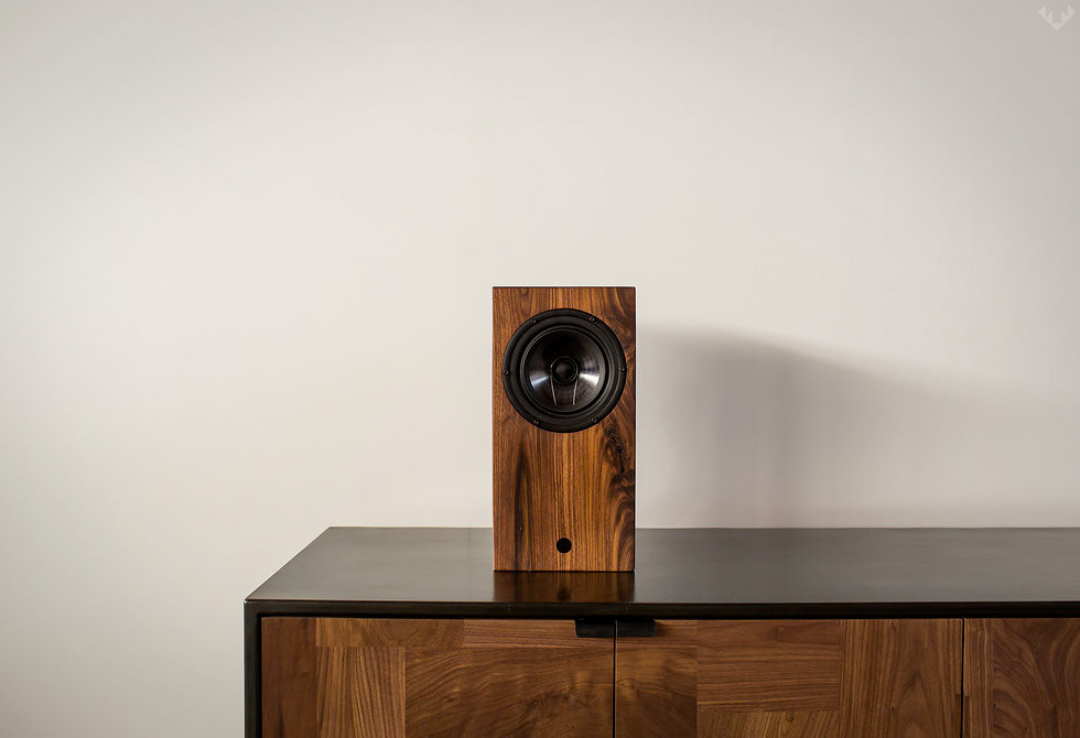 AirPlay-Bluetooth-Walnut-Speaker-LumberJac