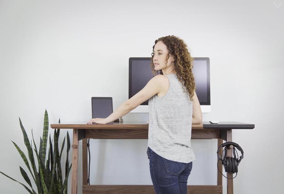 Artifox Standing Desk 01 Walnut 6 LumberJac