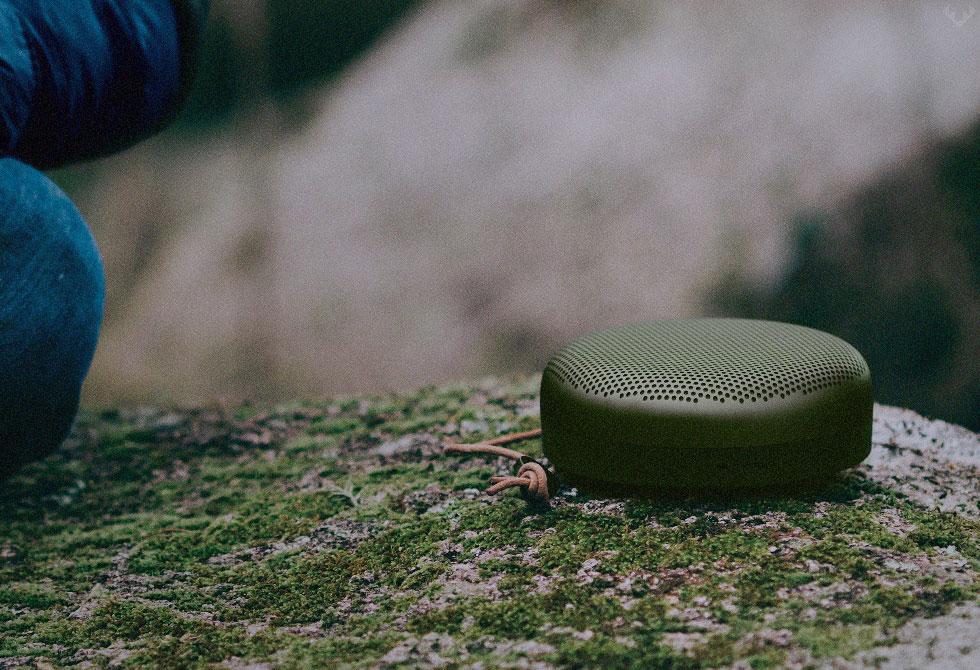 BEOPLAY-A1-Bluetooth-Speaker-2-LumberJac