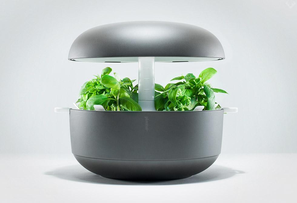 Plantui-6-Smart-Garden-2-LumberJac